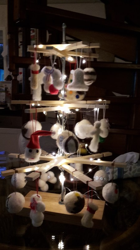 Kerstboom met viltfiguren